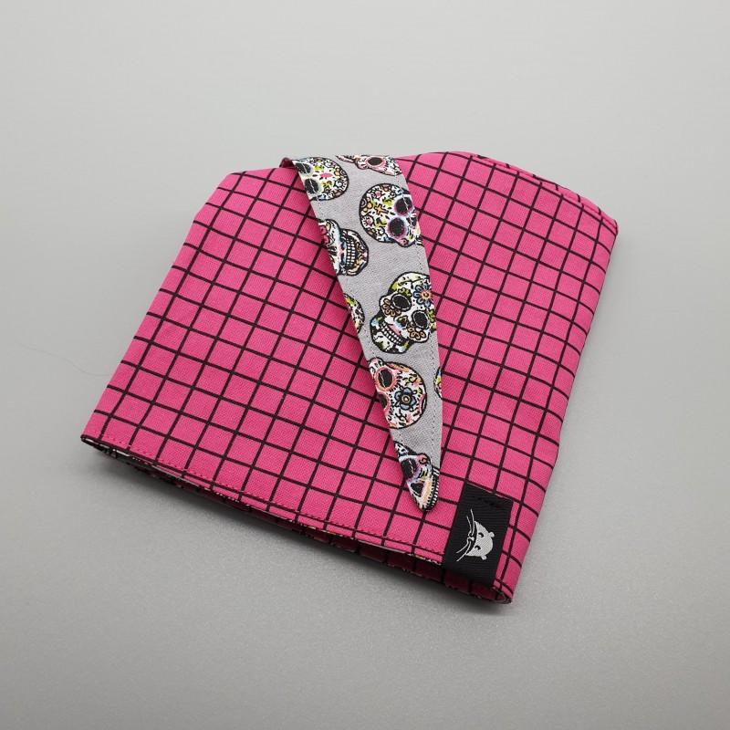 Calot de bloc quadrillage rose et calaveras grises