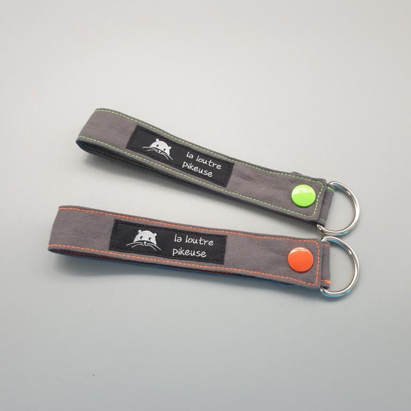 Porte-clé capsule fluo - gris