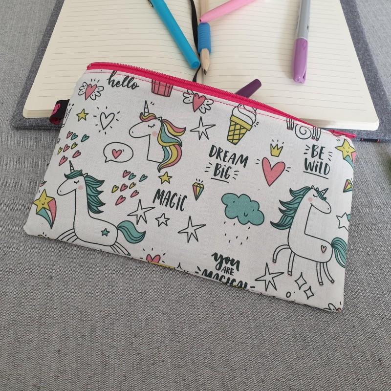 trousse plate - le monde des licornes